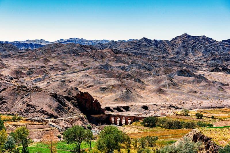 生活和沙漠在丝绸之路 免版税库存照片