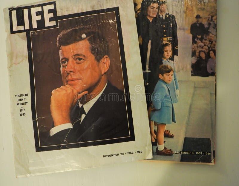 生活在约翰F以后的杂志封面 肯尼迪的刺杀 库存图片