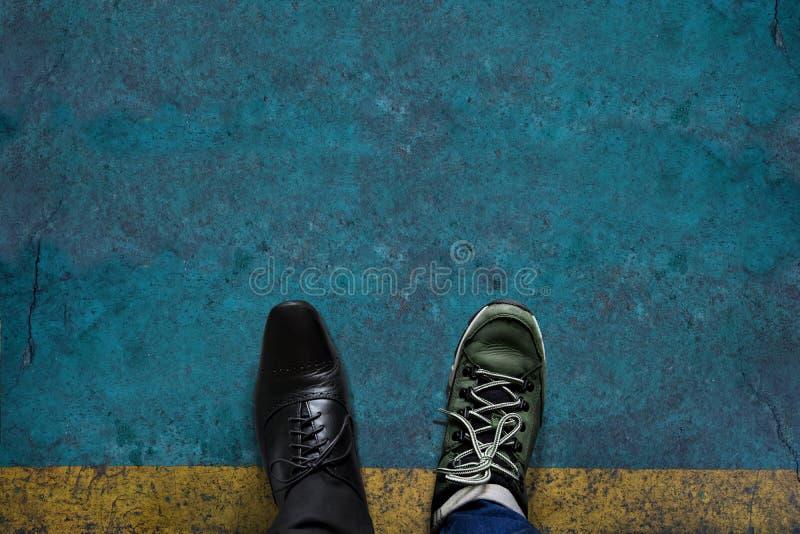 生活工作和旅行的平衡概念当前在顶视图pos 免版税库存图片