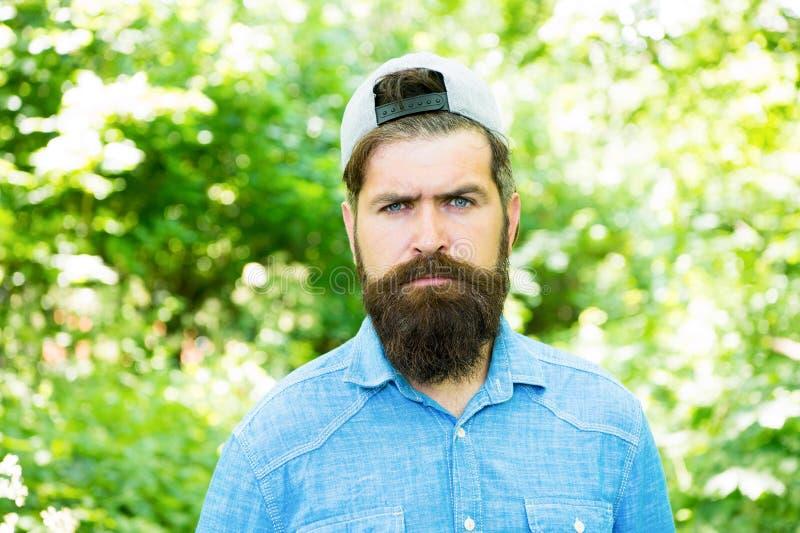 生活改变 barby hispter样式 人时尚画象  r 森林夏天野营的人 ?? 免版税图库摄影