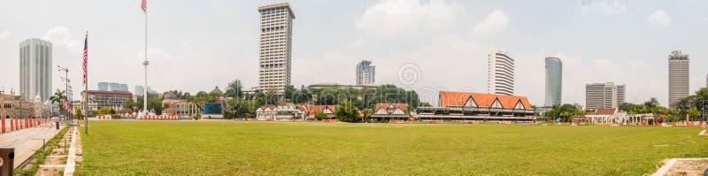 生活河美丽的景色在Gombak河增加了 :苏丹阿卜杜勒samad大厦在吉隆坡,马来西亚 免版税库存图片