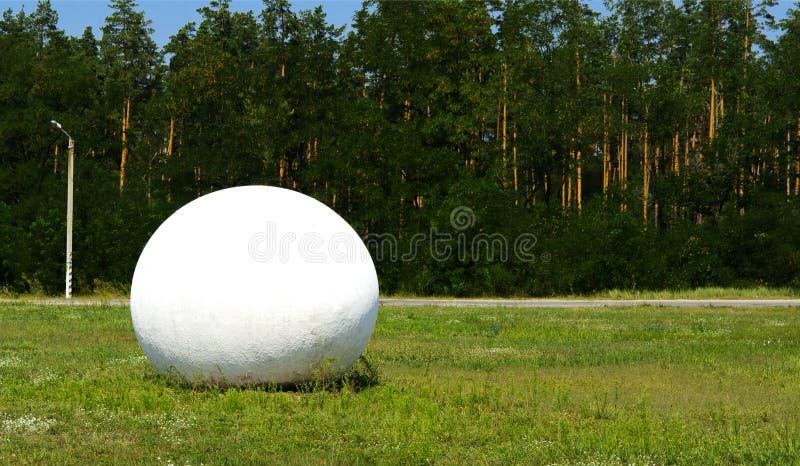 生活纪念碑鸡蛋在入口附近的对切尔诺贝利区域 免版税图库摄影