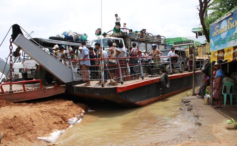 生活缅甸pakokku河 库存图片