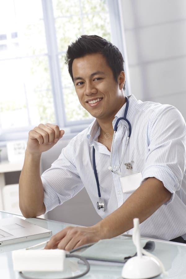 医生男性纵向年轻人 库存图片