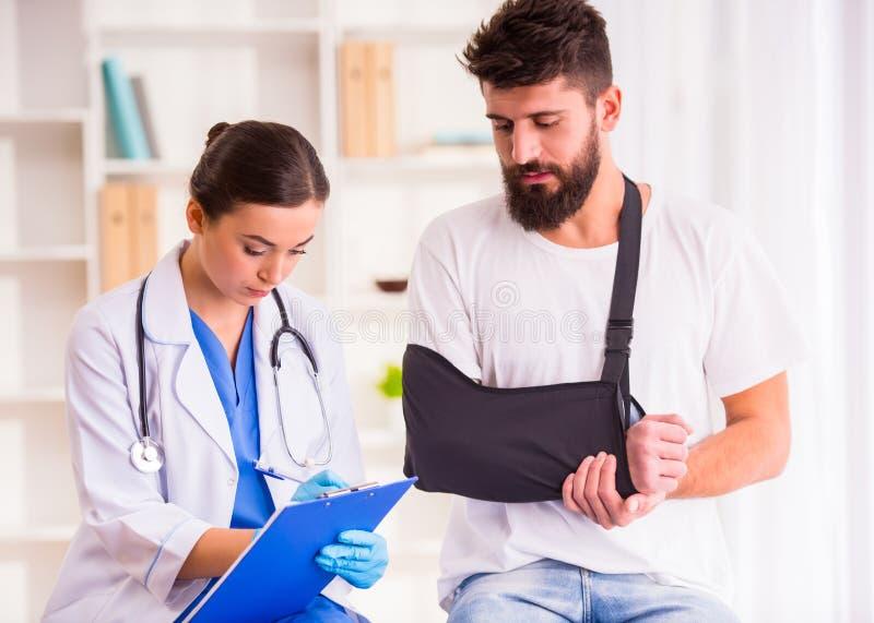 医生的伤害人 免版税库存图片