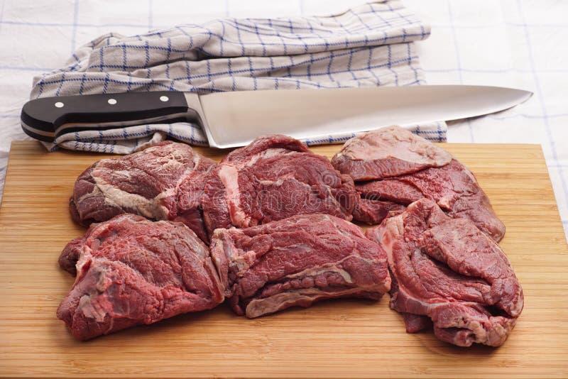 生肉,可口小牛肉,牛肉面颊 免版税库存照片