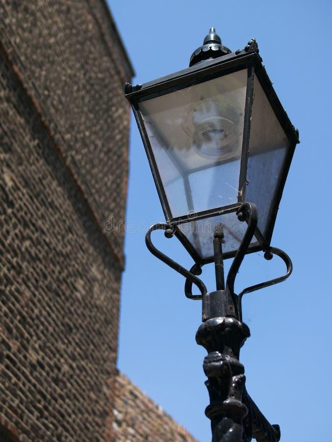 生铁维多利亚女王时代的街灯特写镜头  免版税库存照片