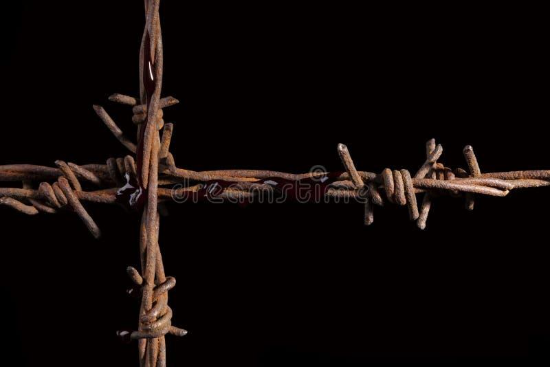 生锈的倒钩导线十字架 图库摄影