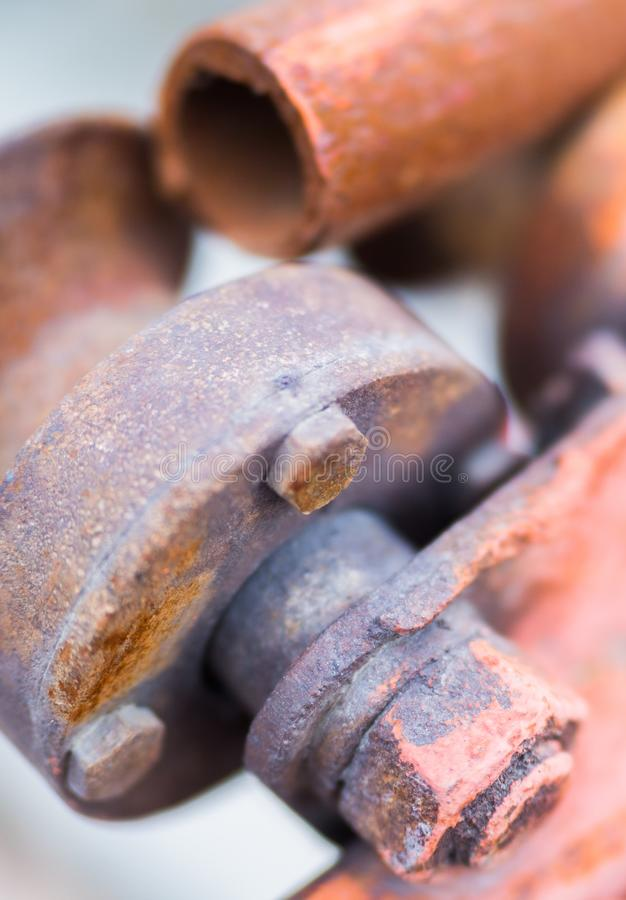 生锈的机制 铁锈螺栓和齿轮 金属生锈的纹理 库存图片