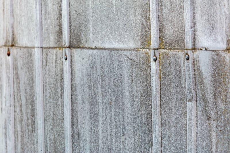 生锈的波状钢墙壁纹理 库存照片