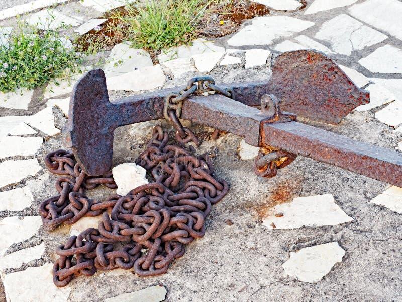 生锈的海锚和链子,海显示,希腊 免版税库存图片