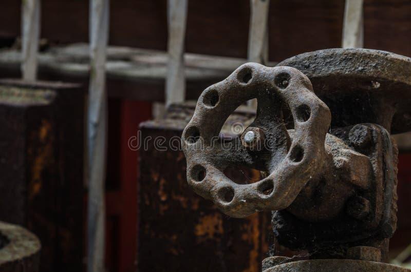 生锈的电枢在老工厂 库存图片