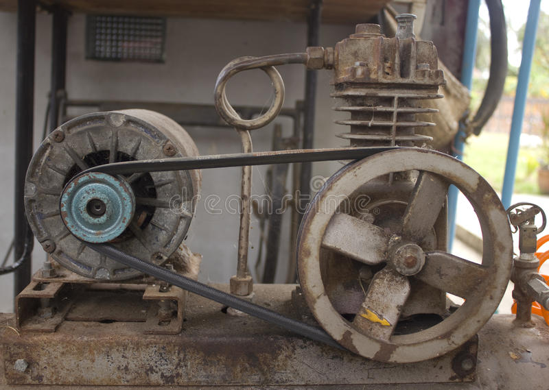 生锈的空气压缩机 库存图片