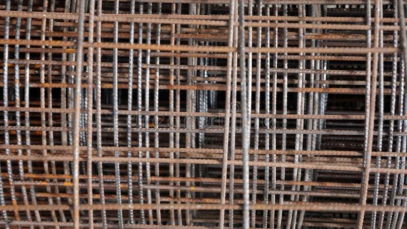 生锈的篱芭由导线制成 免版税库存图片