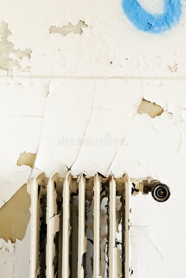 生锈的老幅射器 库存图片