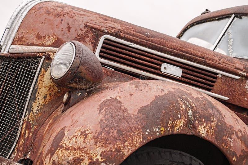 生锈的老葡萄酒卡车 免版税库存图片