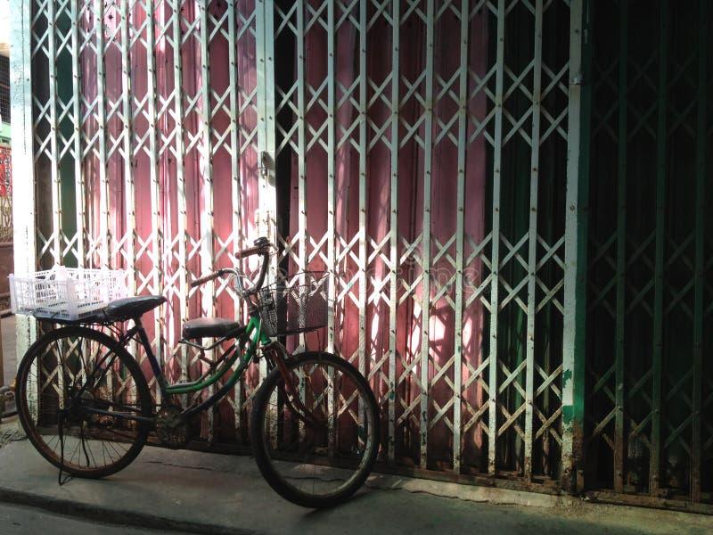 生锈的自行车 免版税库存图片