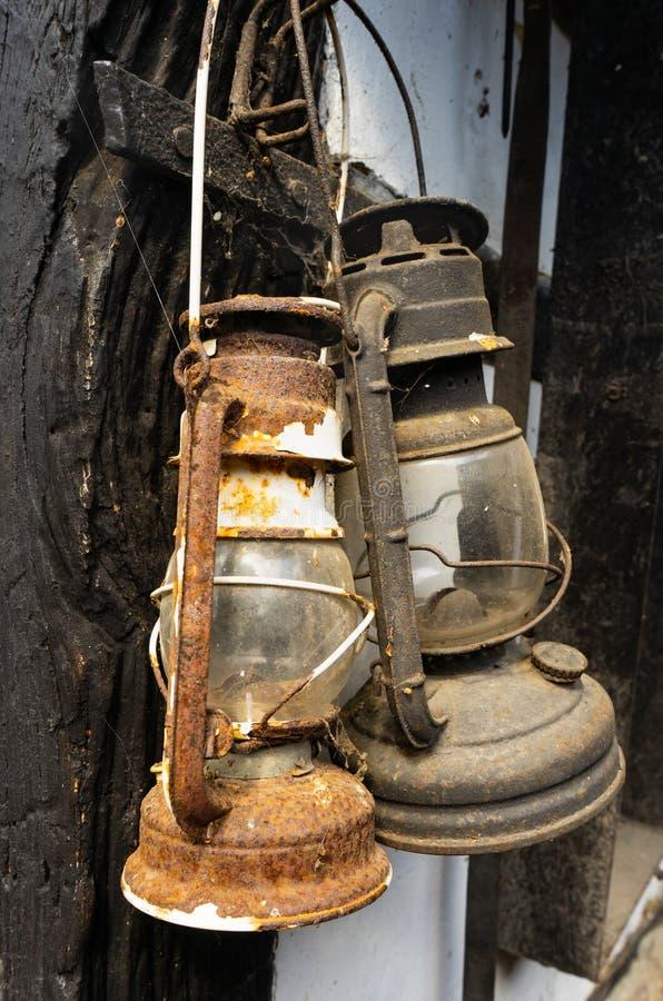 生锈的葡萄酒玻璃灯笼 免版税库存照片