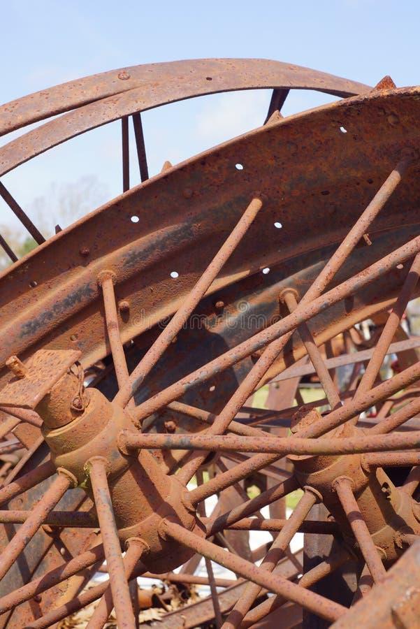 生锈的葡萄酒轮子 库存图片