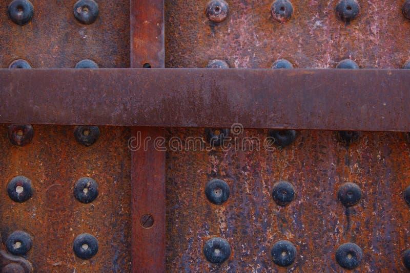 生锈的被铆牢的纹理特写镜头在老机车的 免版税库存照片