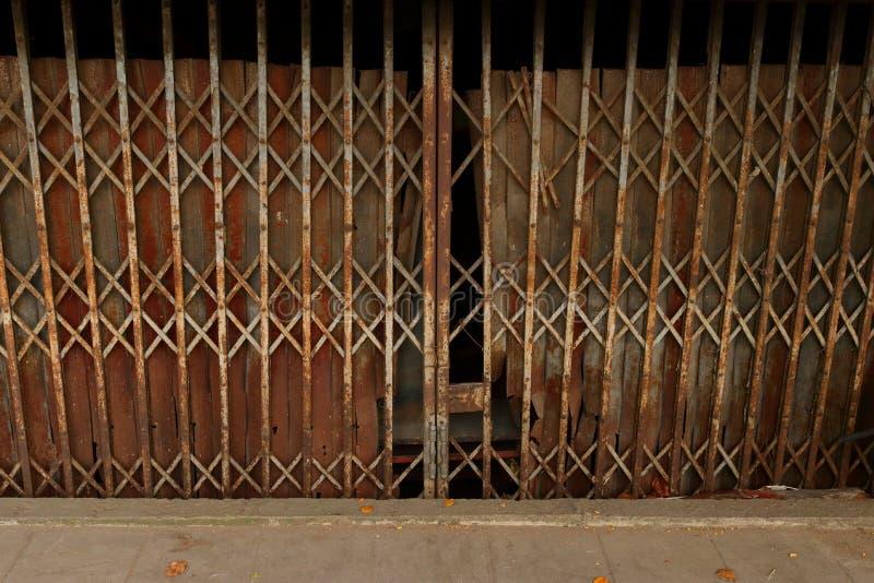 生锈的钢门舒展 免版税库存照片