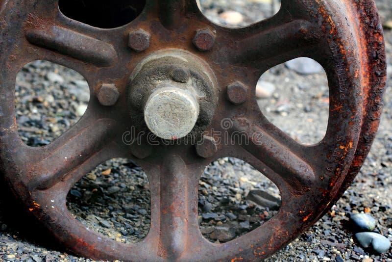 生锈的铁轮子 免版税库存图片