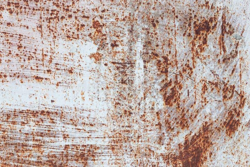 生锈的铁,老金属表面上的破裂的油漆,生锈的金属板料纹理与破裂和片状油漆,抽象生锈的 免版税库存照片