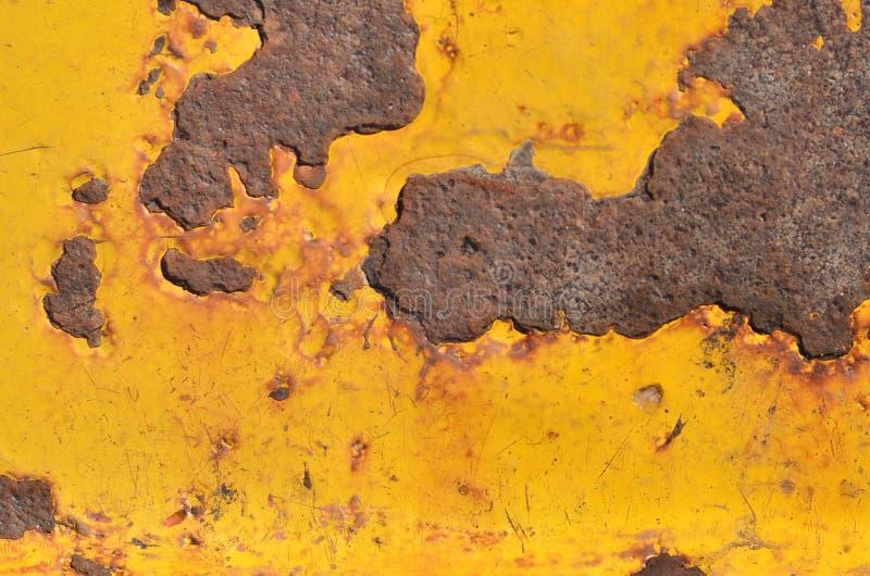 生锈的黄色meatal背景 免版税图库摄影