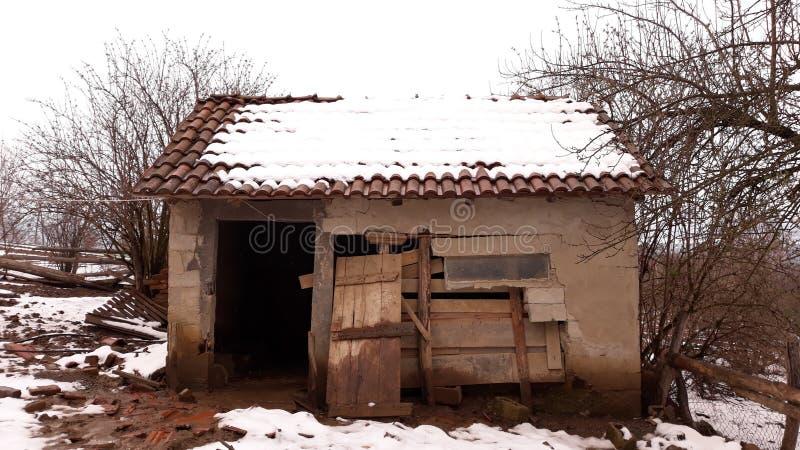 生锈老的房子 库存图片