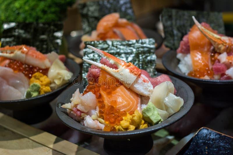 生鱼片生鱼片海鲜饭碗,日本料理cusine 免版税库存图片