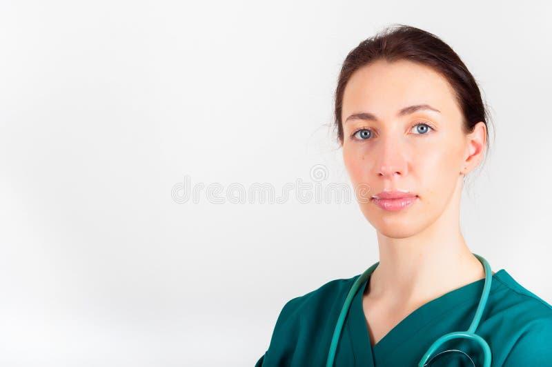 年轻医生,外科医生,有听诊器的护士画象  图库摄影
