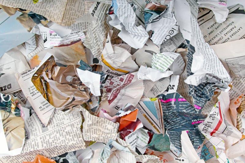 用不同的被撕毁的报纸和杂志的背景 库存照片