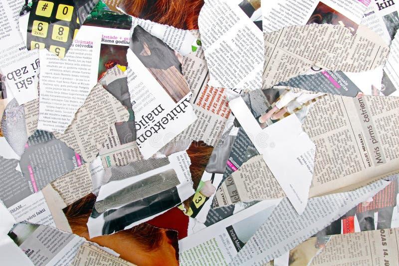 用不同的被撕毁的报纸和杂志的背景 免版税图库摄影