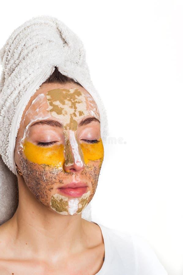 用不同的面具的妇女在她的面孔 库存照片