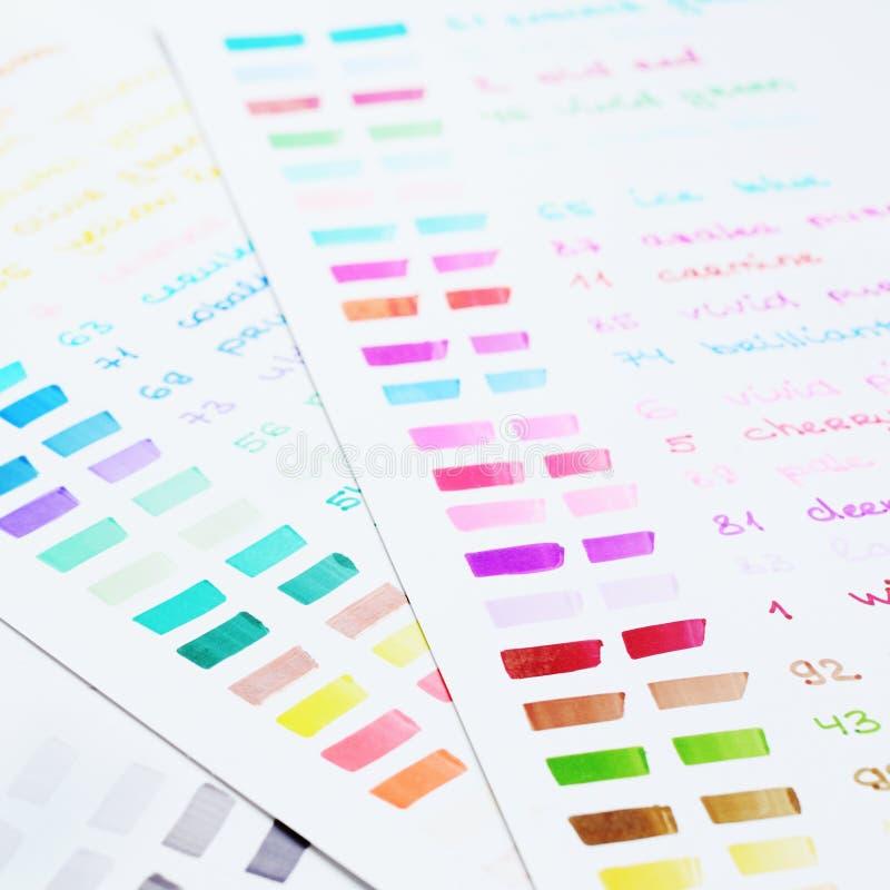 用不同的颜色的手拉的毛毡标志调色板 图库摄影