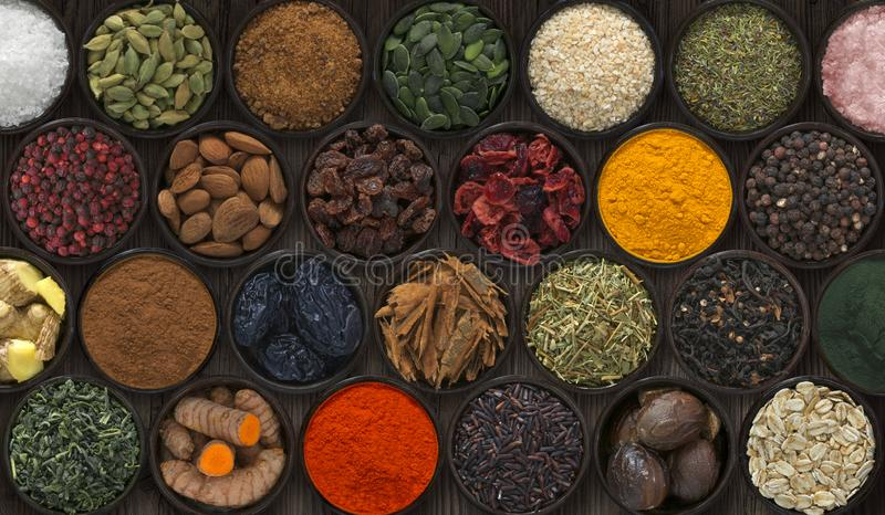 用不同的香料和种子的背景 库存图片