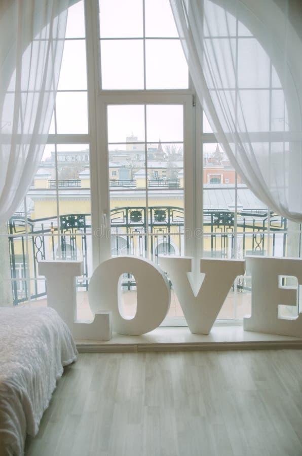 用于家庭装饰的词爱特写镜头在客厅 免版税图库摄影