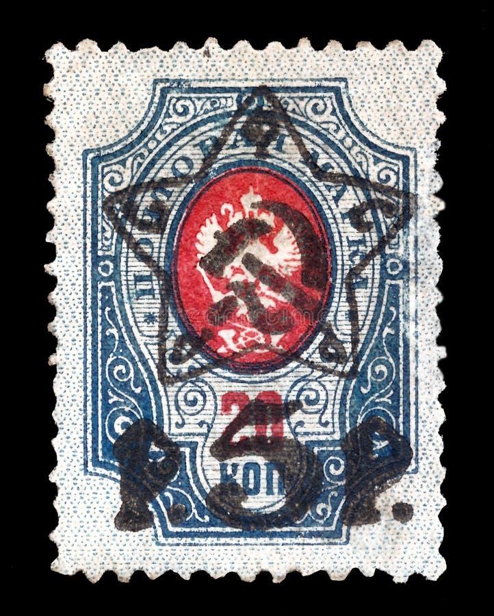 用于布尔什维克发行在沙俄在1917的革命年前和的俄国邮票俄罗斯通过套印 库存照片