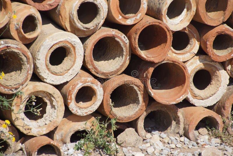 用于流失的古老赤土陶器管子部分在罗马c 图库摄影