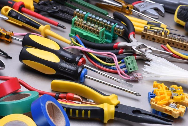 用于电子设施和辅助部件的工具 免版税库存照片