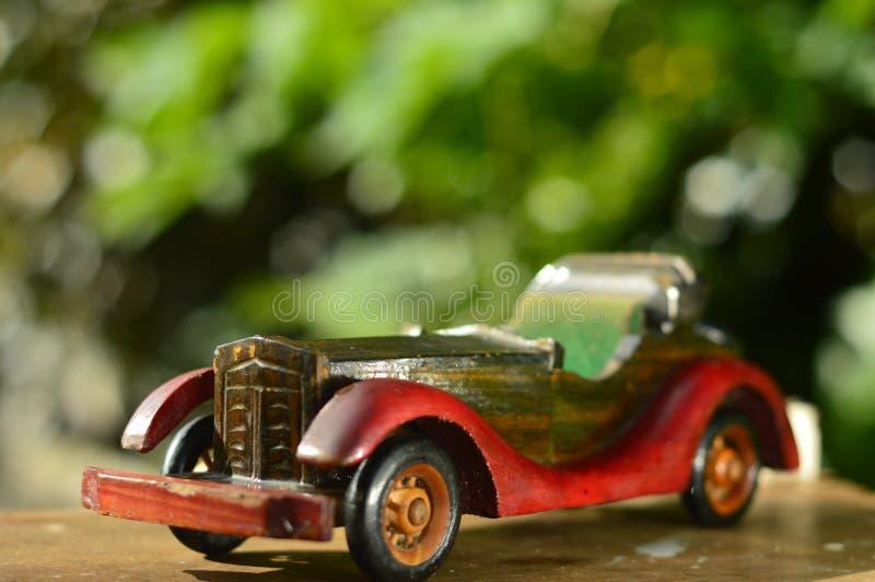 滥用作为男孩汽车摄影师玩具葡萄酒 库存照片