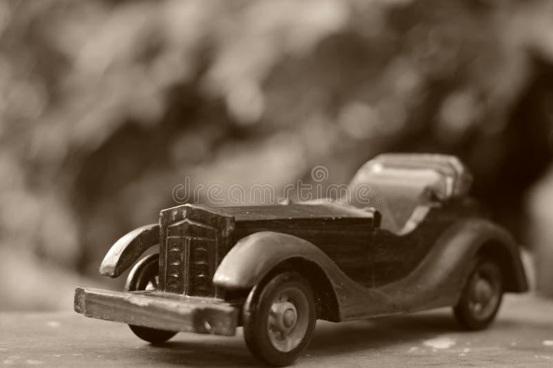 滥用作为男孩汽车摄影师玩具葡萄酒 免版税库存图片