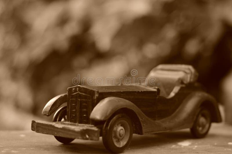 滥用作为男孩汽车摄影师玩具葡萄酒 免版税库存照片