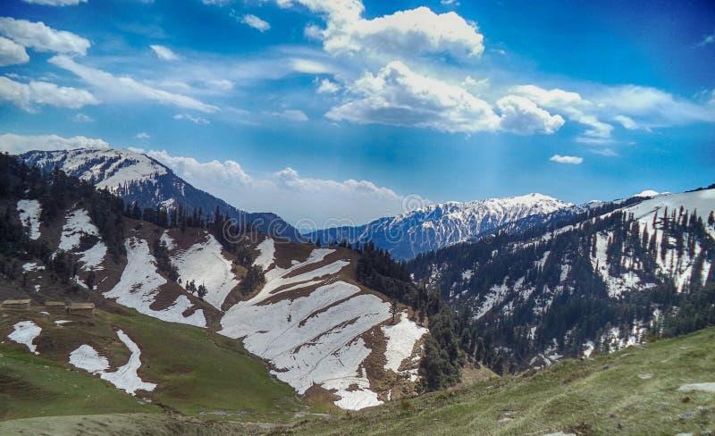 用冰盖的山惊人的看法  图库摄影