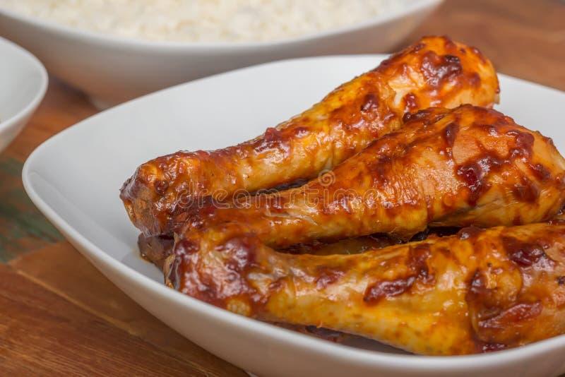 用卤汁泡的印度尼西亚小鸡腿用米 免版税库存图片