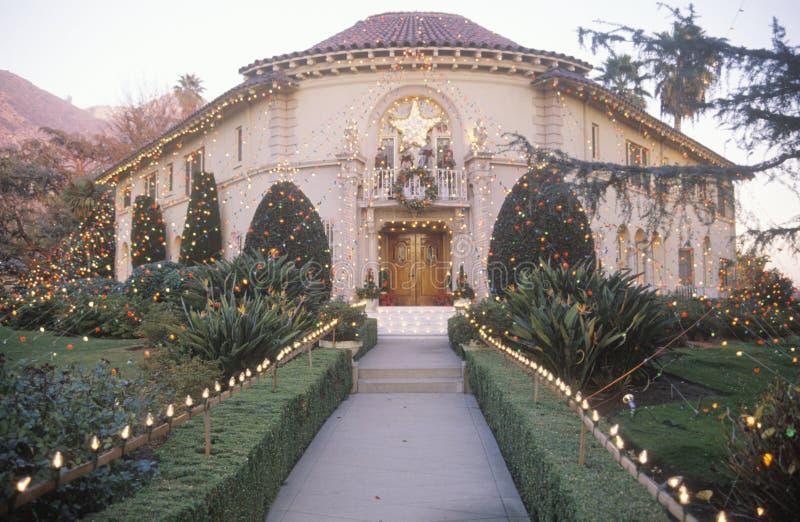 用圣诞灯装饰的巴勒阿德议院,帕萨迪纳,加利福尼亚 库存图片