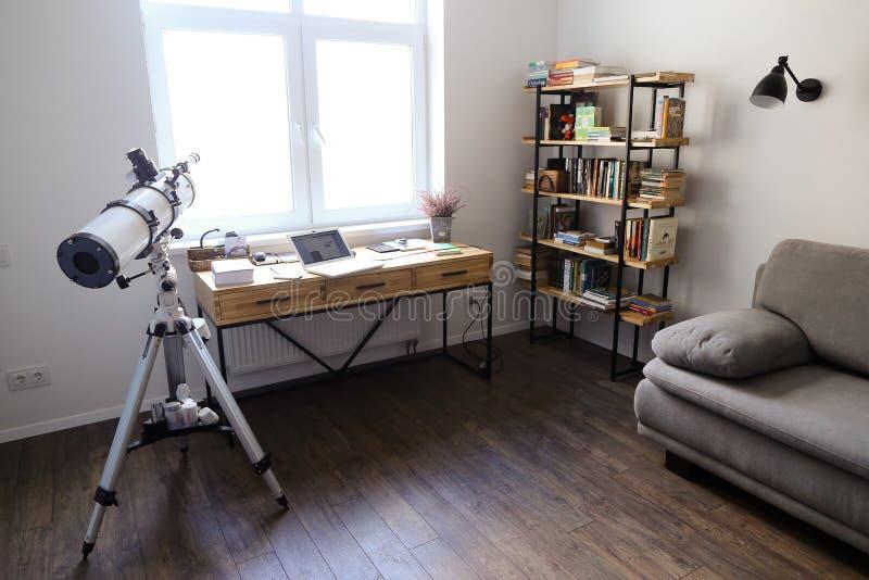 用在spacio的装置设计并且装备了工作的办公室 免版税库存照片