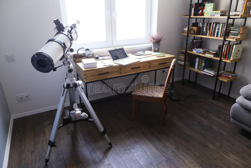 用在spacio的装置设计并且装备了工作的办公室 免版税库存图片