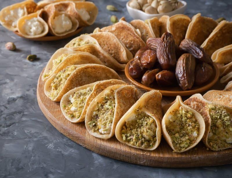 用奶油充塞的传统阿拉伯绉纱 免版税库存图片