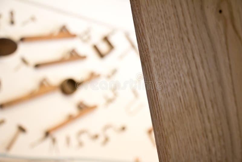 用工具加工木头 图库摄影